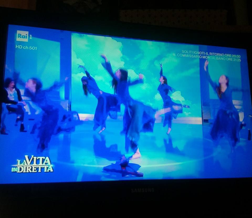 """Sr Anna e la HolyDance a """"La Vita in Diretta"""""""